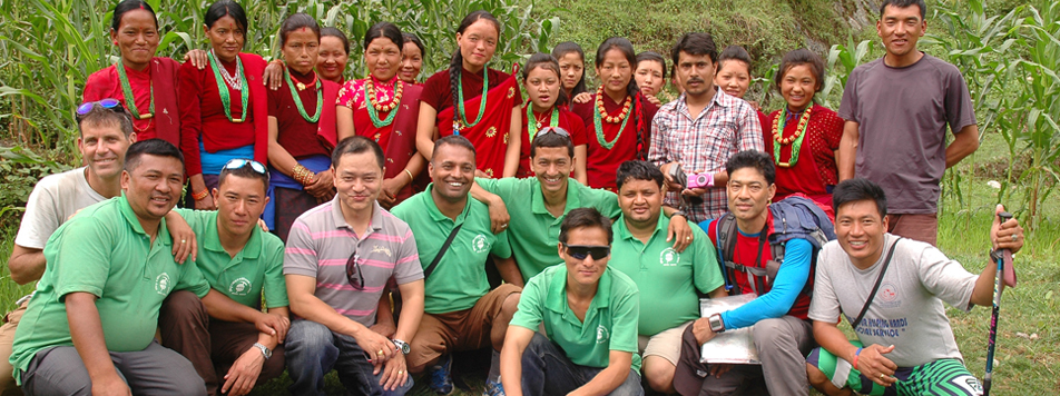 Explore Team with Gurung Womens